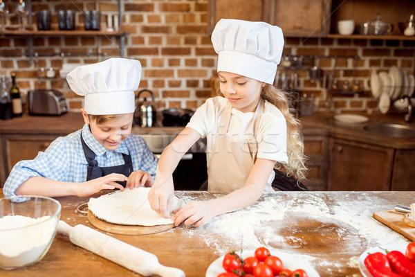 Küçük çocuklar pizza malzemeler ön plan Stok fotoğraf © LightFieldStudios