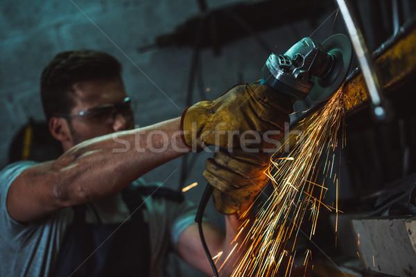 Mechaniker Rundschreiben sah Schutzbrille arbeiten Garage Stock foto © LightFieldStudios