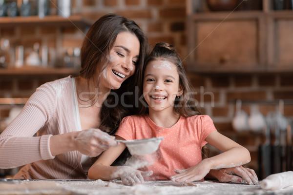 Feliz madre hija harina caras mesa de cocina Foto stock © LightFieldStudios