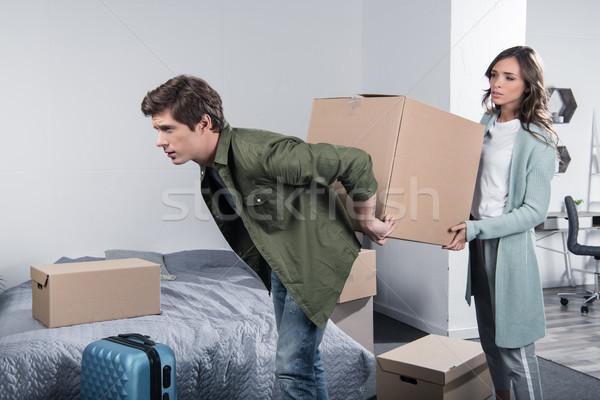 Pareja caja de cartón nuevo hogar junto ropa Foto stock © LightFieldStudios