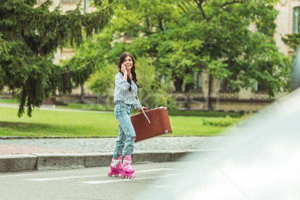 Сток-фото: девушки · коньки · смартфон · чемодан
