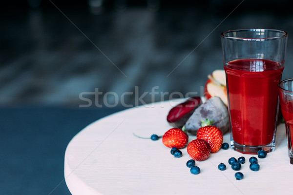 Smoothie vue organique rouge verres Photo stock © LightFieldStudios