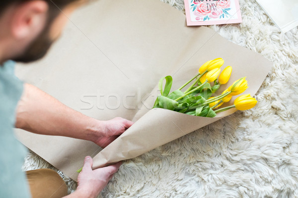Homme bouquet vue fraîches jaune Photo stock © LightFieldStudios