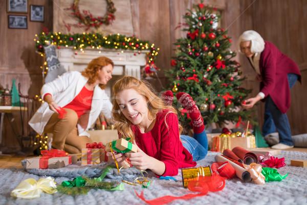 семьи упаковка рождественская елка счастливым матери Сток-фото © LightFieldStudios