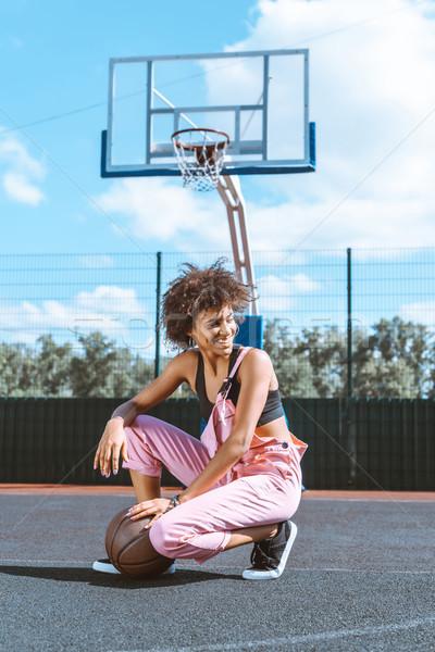 Сток-фото: женщину · баскетбол · спортивных · суд · молодые · бюстгальтер