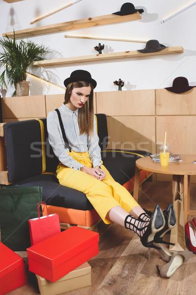 Stijlvol meisje kiezen hielen mooie winkel Stockfoto © LightFieldStudios