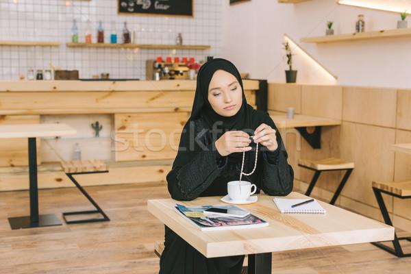 Muszlim nő ül kávézó figyelmes fiatal Stock fotó © LightFieldStudios
