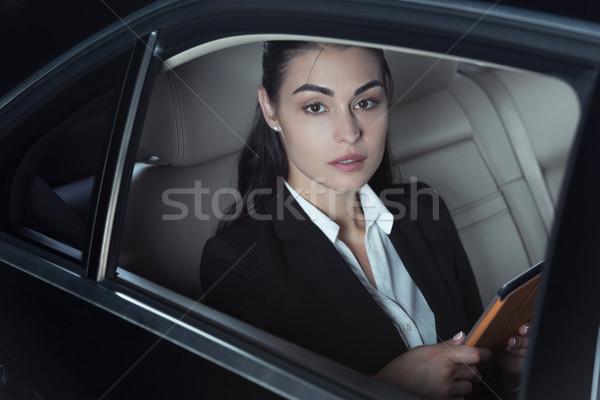 Kobieta siedziba samochodu młodych garnitur Zdjęcia stock © LightFieldStudios