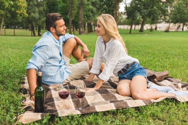 Paar romantischen Datum Park Seitenansicht glücklich Stock foto © LightFieldStudios