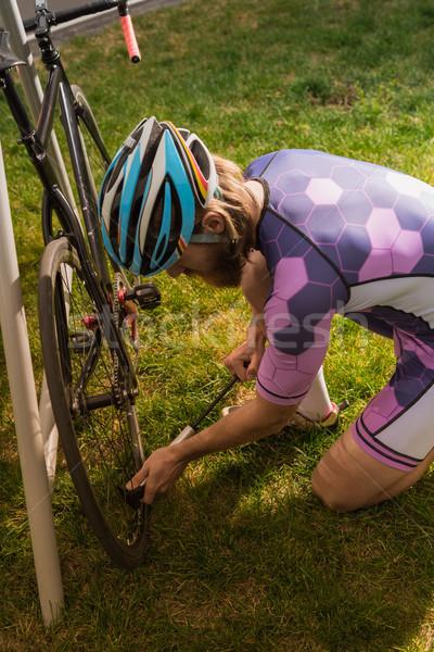 Ciclista bicicleta rueda vista lateral deporte carrera Foto stock © LightFieldStudios