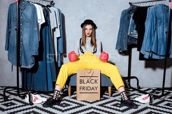 Black friday fille gants de boxe panier signe vêtements Photo stock © LightFieldStudios