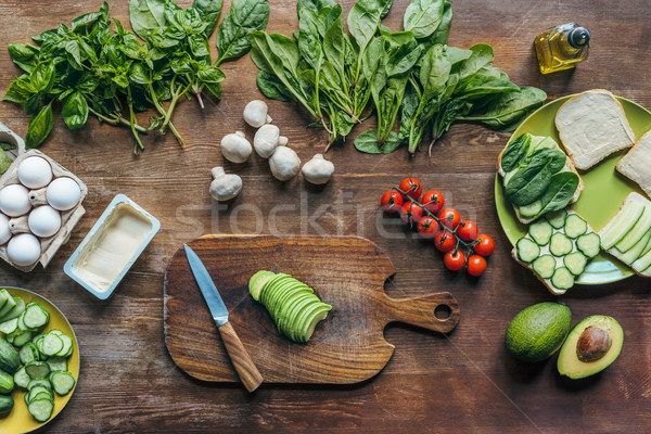 Frescos aguacate tabla de cortar ingredientes cocina Foto stock © LightFieldStudios