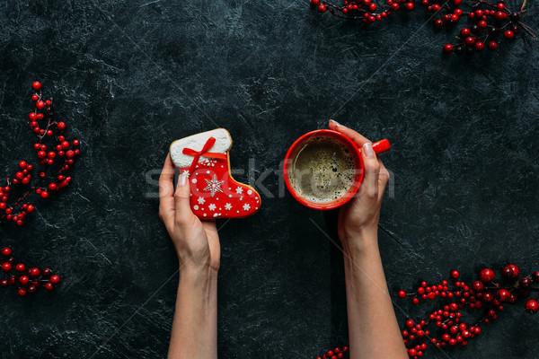 Noel zencefilli çörek kahve eller görmek kadın Stok fotoğraf © LightFieldStudios