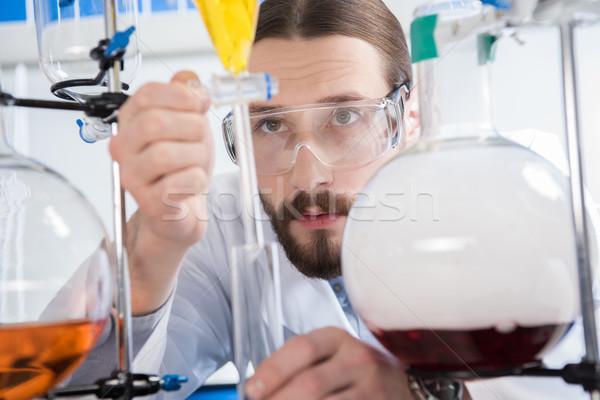 Bilim adamı deney genç erkek gözlük Stok fotoğraf © LightFieldStudios