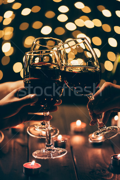 Groupe de gens verres coup quatre personnes vin rouge table Photo stock © LightFieldStudios