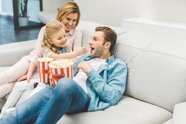 幸せな家族 ポップコーン を見て 映画 一緒に ホーム ストックフォト © LightFieldStudios