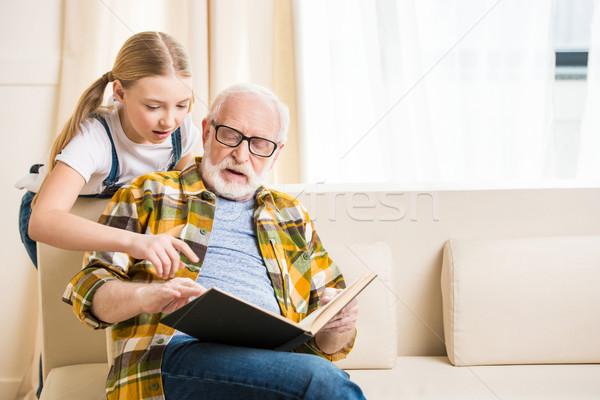 Cute kleines Mädchen Großvater Lesung Buch Stock foto © LightFieldStudios