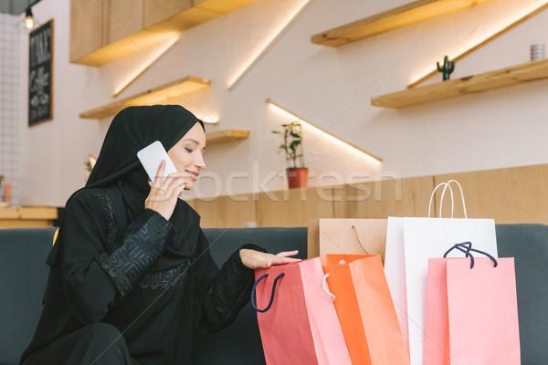 Muzułmanin kobieta mówić telefonu szczęśliwy Zdjęcia stock © LightFieldStudios