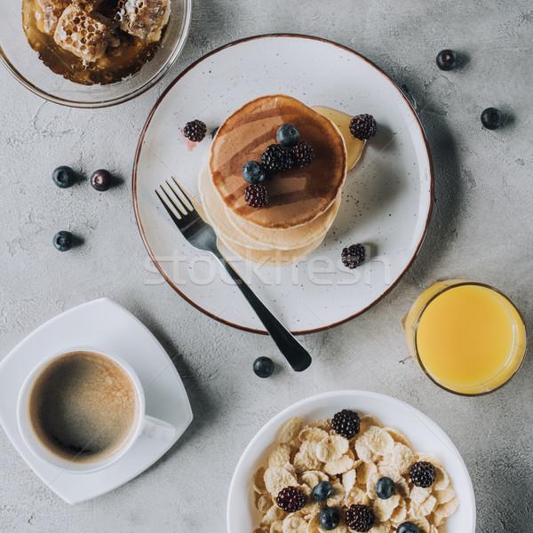 先頭 表示 甘い パンケーキ 液果類 ジュース ストックフォト © LightFieldStudios