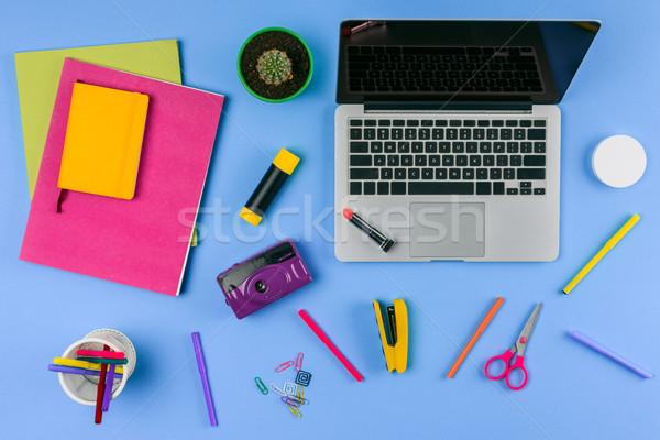 先頭 表示 ノートパソコン 画面 事務用品 青 ストックフォト © LightFieldStudios