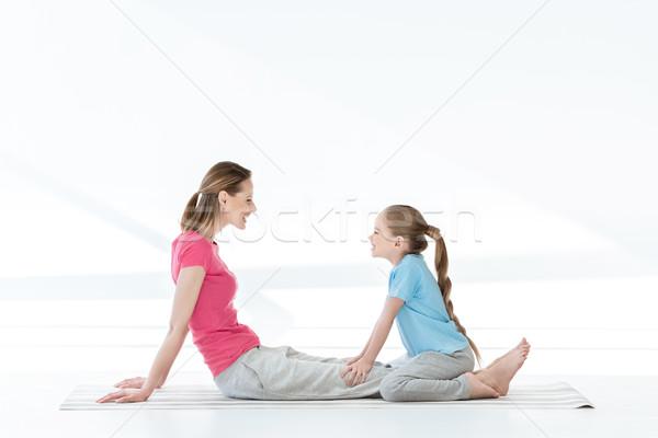 Yandan görünüş mutlu anne kız oturma yoga mat Stok fotoğraf © LightFieldStudios