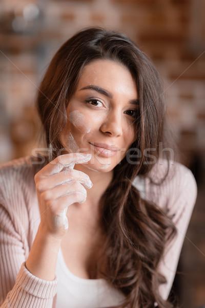 çekici genç kadın un yüz gülen kamera Stok fotoğraf © LightFieldStudios