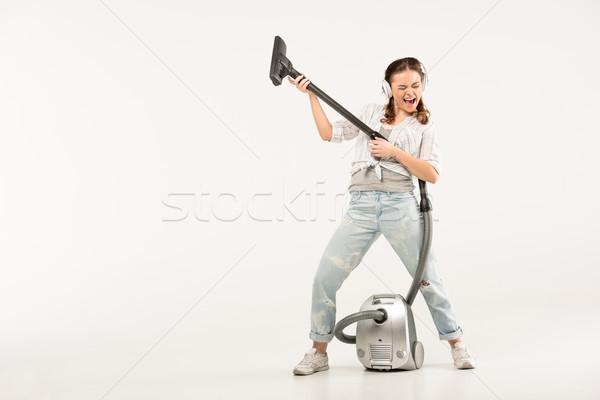 Mulher aspirador de pó mulher jovem fones de ouvido jogar Foto stock © LightFieldStudios