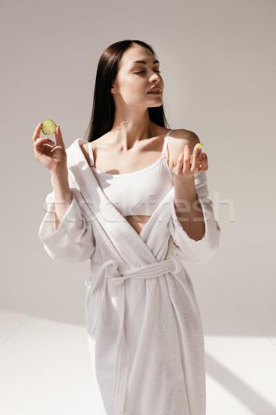 Vrouw komkommer jonge mooie vrouw Stockfoto © LightFieldStudios
