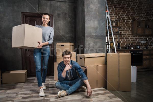 Paar bewegende nieuwe appartement samen Stockfoto © LightFieldStudios