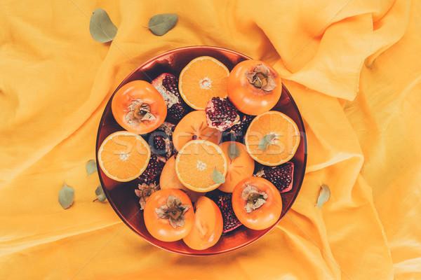 Superior vista frutas placa naranja mantel Foto stock © LightFieldStudios