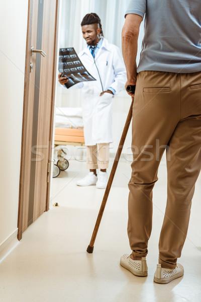 тростник ходьбе больницу комнату молодые Сток-фото © LightFieldStudios