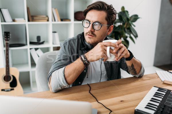 Figyelmes férfi csésze kávé fiatal másfelé néz Stock fotó © LightFieldStudios