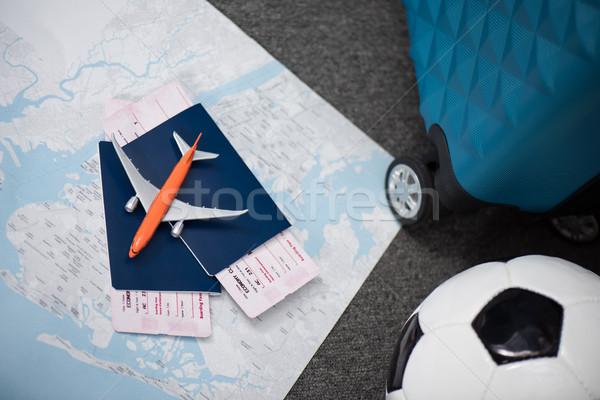 Vlucht tickets speelgoed vliegtuig leggen kaart Stockfoto © LightFieldStudios