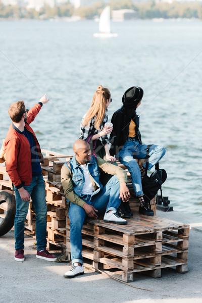 Multicultural amigos muelle grupo junto Foto stock © LightFieldStudios