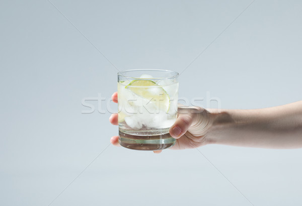 Stockfoto: Persoon · glas · cocktail · hand · gin