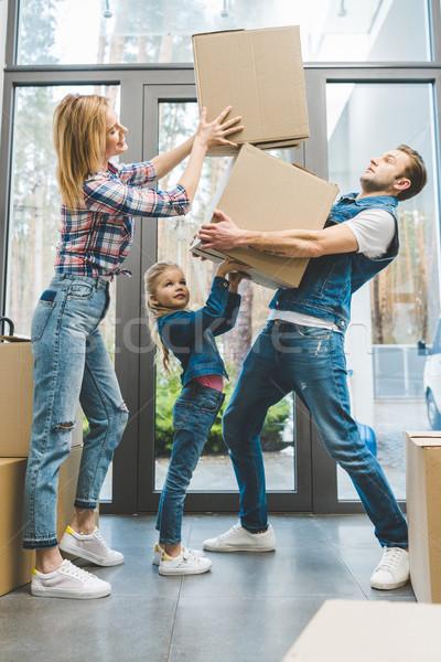Jonge familie bewegende meisje man Stockfoto © LightFieldStudios