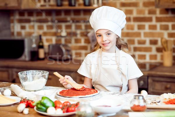 Sorridere ragazza salsa di pomodoro pizza alimentare formaggio Foto d'archivio © LightFieldStudios