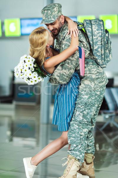 Feleség megbeszélés katona repülőtér férj katonai egyenruha Stock fotó © LightFieldStudios