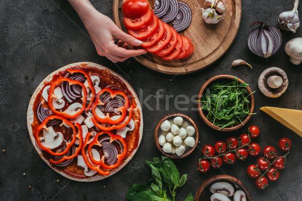 выстрел женщину приготовления пиццы конкретные таблице Сток-фото © LightFieldStudios
