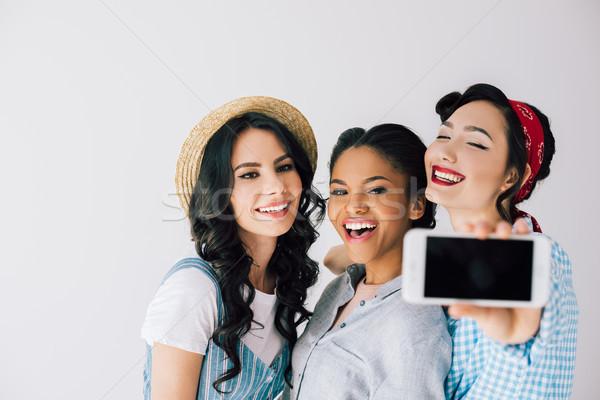 Multikulturális nők elvesz boldog okostelefon együtt Stock fotó © LightFieldStudios