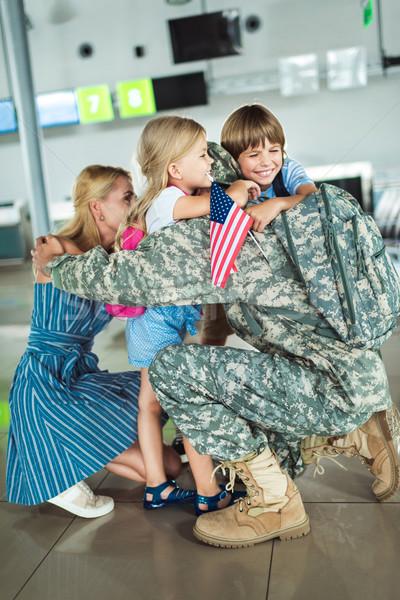 Család ölel apa repülőtér férfi katonai egyenruha Stock fotó © LightFieldStudios