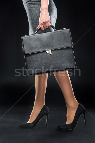 Zakenvrouw aktetas laag Stockfoto © LightFieldStudios