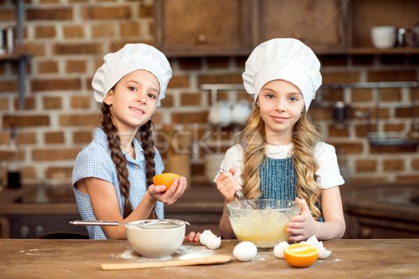 Portré kislányok készít sütik együtt étel Stock fotó © LightFieldStudios