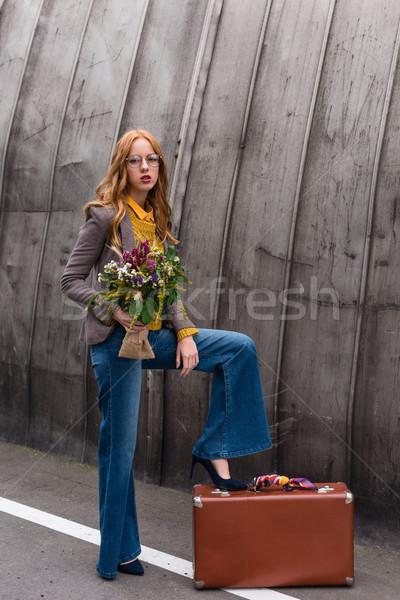 Viajante vintage mala belo feminino Foto stock © LightFieldStudios