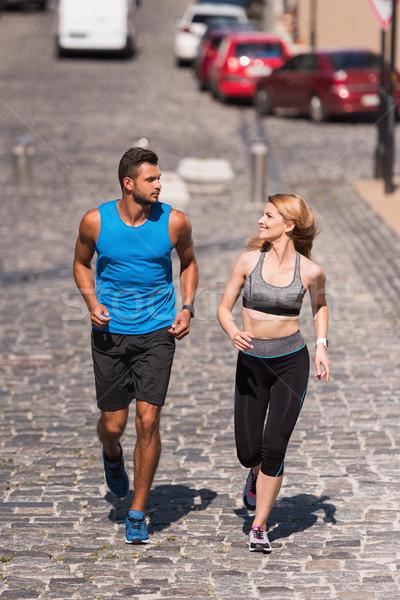 Sportsmenka sportowiec jogging miasta dzień Zdjęcia stock © LightFieldStudios