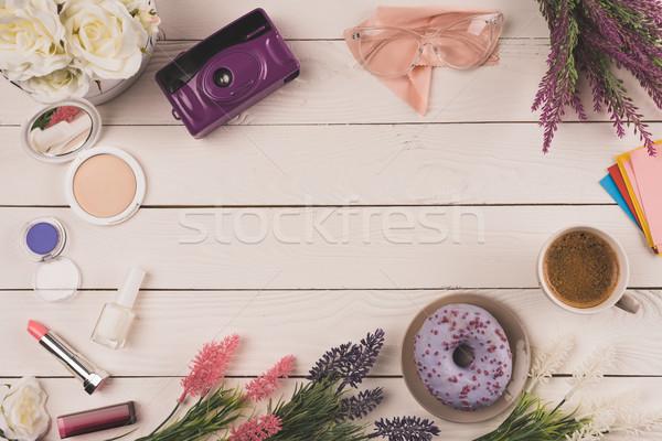 üst görmek çiçekler kamera kozmetik fincan Stok fotoğraf © LightFieldStudios