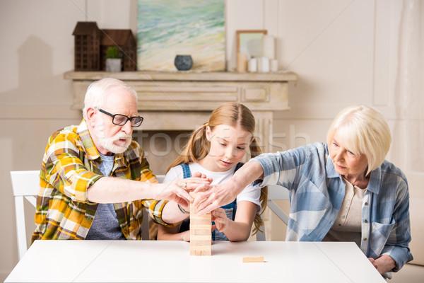 Cute petite fille grand-père grand-mère jouer jeu Photo stock © LightFieldStudios