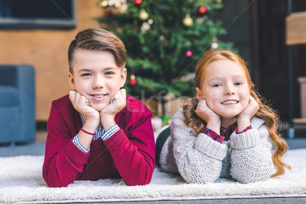 Brat siostra relaks christmas piętrze Zdjęcia stock © LightFieldStudios