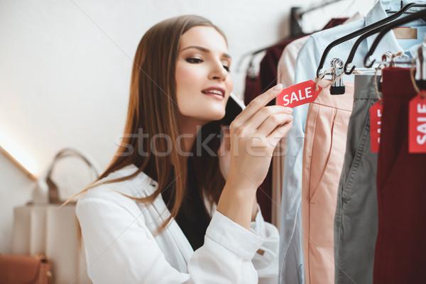Roupa desconto boutique belo elegante mulher Foto stock © LightFieldStudios