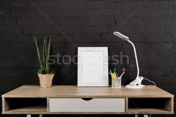 Photo frame tavola lampada lavoro vuota impianto Foto d'archivio © LightFieldStudios